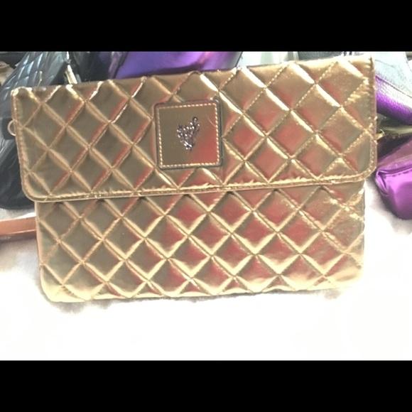 Younique Handbags - Younique Beach Front Makeup Bag